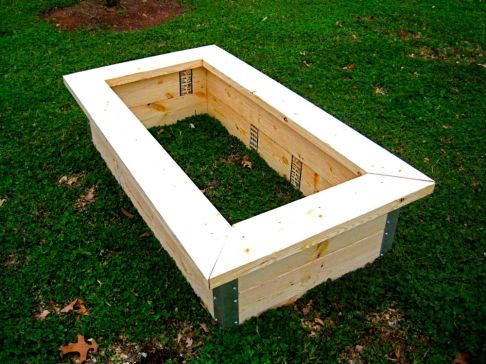 Deluxe 2'x4' Pine Bed with Trim.